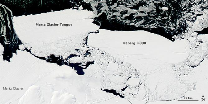 Tảng băng B09B va chạm với Lưỡi sông băng Mertz, khiến nó bị gãy và tạo thành một tảng băng mới. (Ảnh NASA / Goddard / Jeff Schmaltz)