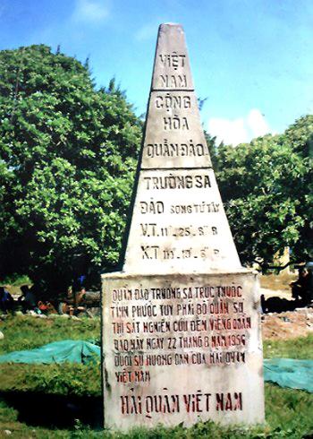 Bia chủ quyền trên đảo Song Tử Tây, quần đảo Trường Sa do Hải quân Việt Nam Cộng hòa dựng năm 1956. Ảnh: Nam Anh.