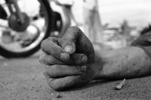 Bàn tay của một người lính giải phóng đã hi sinh trong cuộc chiến, tháng 8/1968. (AP/ The Atlantic)