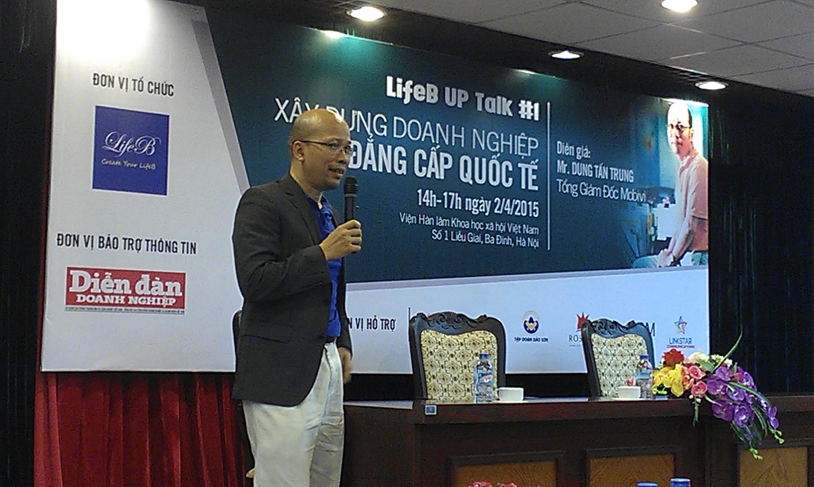 Ông Dung Tấn Trung chia sẻ kinh nghiệm trong buổi gặp mặt ở Hà Nội