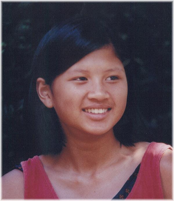 Mai Thi Ngoc Tran Cashion là trẻ mồ côi bị bỏ rơi ở cổng chùa trước khi có cha mẹ nuôi ở Mỹ