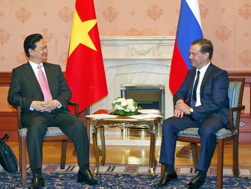 Thủ tướng Nguyễn Tấn Dũng và Thủ tướng Medvedev trong khuôn khổ chuyến thăm chính thức Liên bang Nga, chiều 14/5/2013. Ảnh VGP/Nhật Bắc