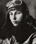 Chàng phi công trẻ thời ở Bienxư