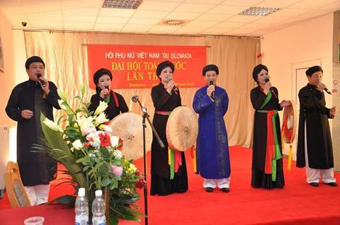 Hoạt động văn nghệ của chị em phụ nữ Việt tại Slovakia.