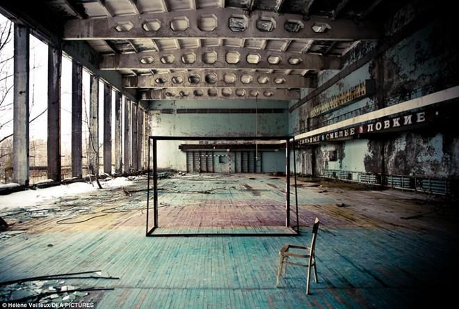 Vùng có bán kính 40 km xung quanh Chernobyl trở thành khu vực hoang vắng trong 3 thập kỷ qua. Theo Telegraph, khoảng 50.000 người dân đã sơ tán để tránh chất phóng xạ. Họ vẫn chưa thể quay về vì nồng độ phóng xạ vẫn cao. Ảnh: Daily Mail