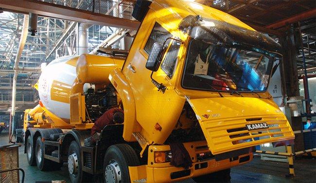 Từ đầu năm 1990, Kamaz dừng xuất khẩu xe sang Việt Nam, tới năm 2000 mới khôi phục lại.