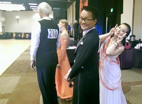 Quang Thông và bạn nhảy tham gia cuộc thi khiêu vũ bang Texas (Mỹ) và nhận giải nhất với hai điệu Waltz, Tango. Ảnh:NVCC.