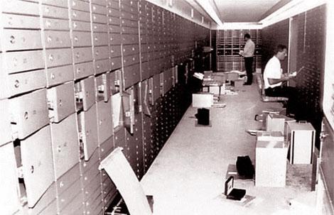 Khu vực chứa các dãy két bảo quản tài sản ký gửi.