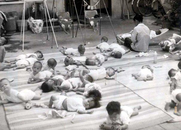 Những em bé mồ côi tại trung tâm New Heaven.