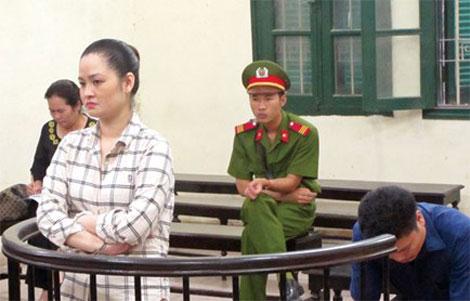Siêu lừa Nguyễn Nha Trang trước vành móng ngựa.