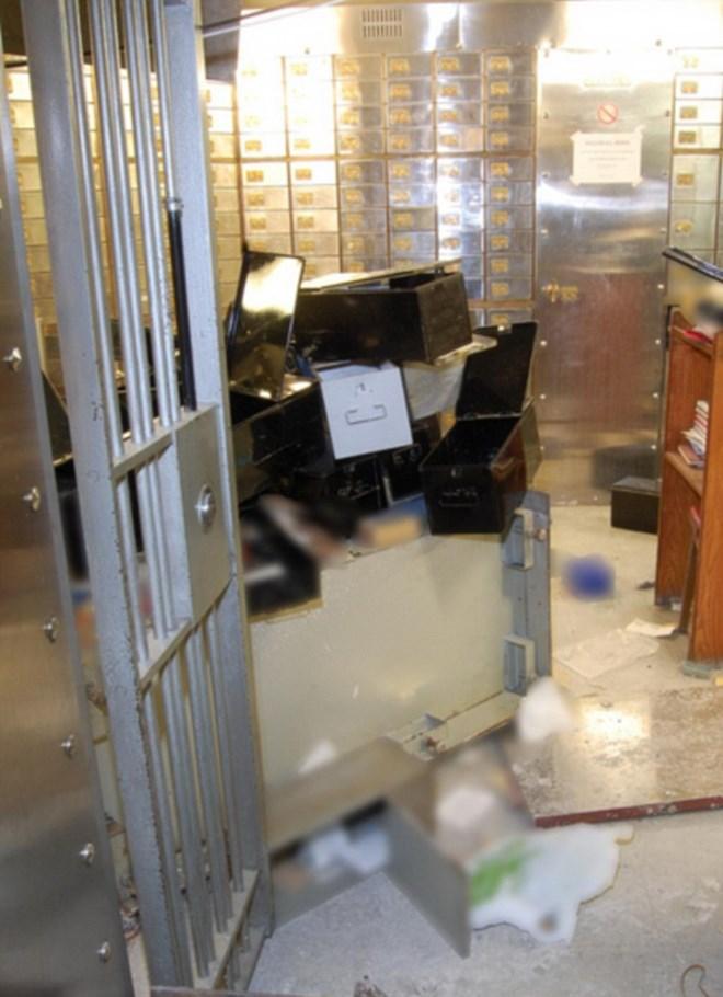 Có 72 hộp an toàn đã bị trộm trong vụ việc. (Nguồn: dailymail.co.uk)