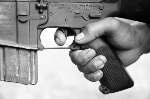 Cận cảnh súng trường M16 trong tay một lính Việt Nam cộng hòa, tháng 8/1968. (AP/ The Atlantic)