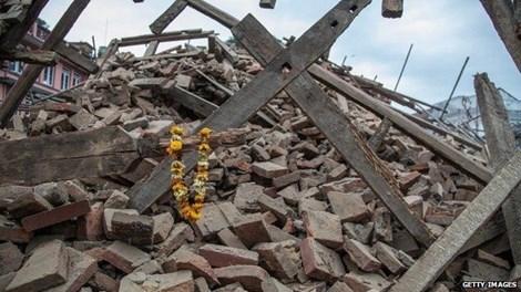 Một tòa nhà ở Kathmandu đã bị san bằng trong trận động đất