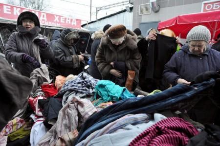 Năm ngoái, sự sụp đổ đồng rúp đã làm lạm phát lên hai con số (AFP Photo / Olga Maltseva)