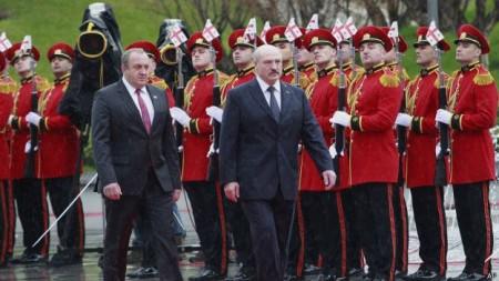 Chuyến thăm ba ngày tới Gruzia, Lukashenko đã bắt đầu với việc đặt vòng hoa tại Mộ Chiến sĩ Vô danh tại công viên Vake ở Tbilisi.