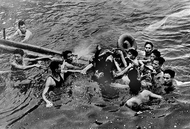 Máy bay của thiếu tá hải quân Mỹ John McCain bị bắn rơi ngày 26 tháng 10 năm 1967.