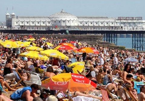 Bãi biển Brighton ở Anh
