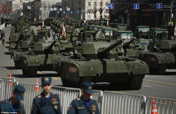 Xe tăng T-14 Armata trong lễ duyệt binh tai Quảng trường Đỏ. (Nguồn: Getty)