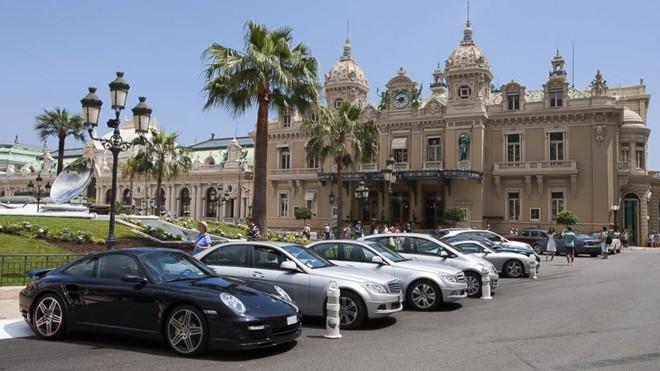 Tại Monaco, người ta có thể bắt gặp các siêu xe hàng đầu thế giới ở bất cứ nơi đâu. Ảnh: Abcnews.