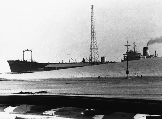 Một tàu chở dầu của Qatar vào năm 1971. Ảnh: AP Photo / Horst Faas.