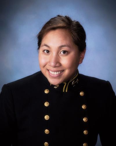 Thiếu Úy Thủy Quân Lục Chiến Amanda Thạch.