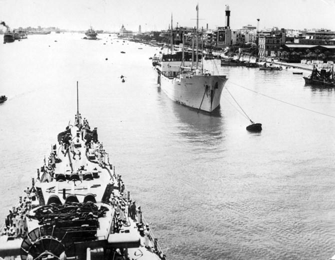 Lối vào kênh đào Suez năm 1951. Ảnh: AP Photo.