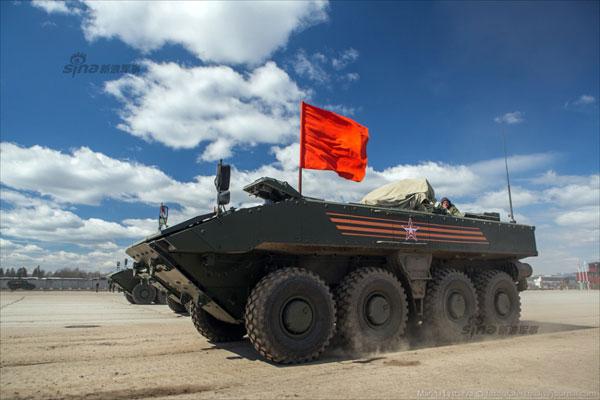 Những ngày gần đây, khu tập luyện của các lực lượng vũ trang Nga chuẩn bị cho lễ duyệt binh được giới truyền thông quan tâm đặc biệt. Nhiều hệ thống vũ khí bí mật của Nga lần đầu xuất hiện trong đó có xe thiết giáp chở quân Bumerang.