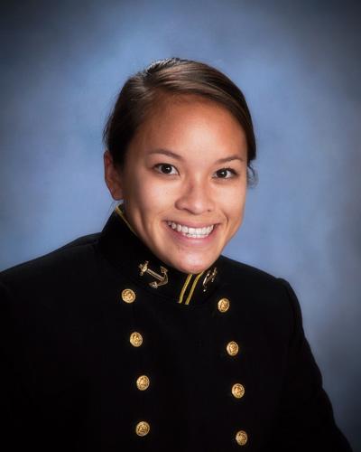 Thiếu Úy Hải Quân Heather Bùi.