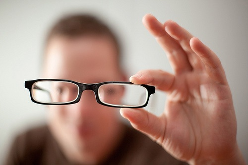 Phát minh của bác sĩ Randal Pham giúp những người có bệnh về mắt không cần phải đeo kính. Ảnh minh họa