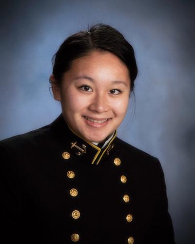 Thiếu Úy Hải Quân Tina Kiều.