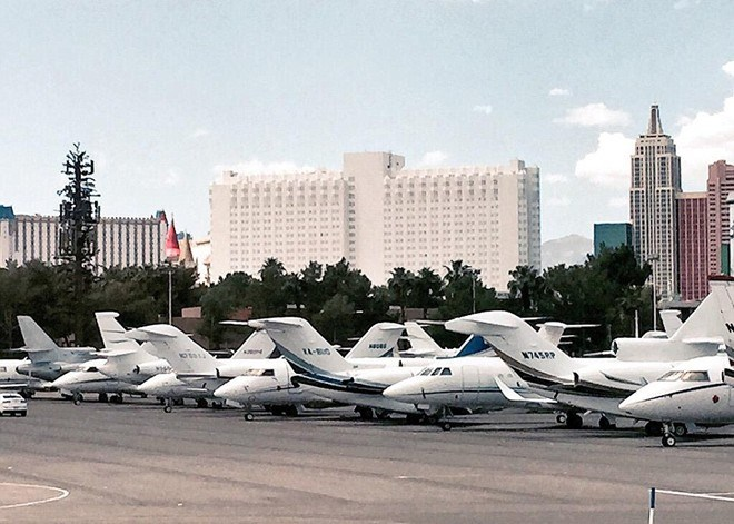 Sự xuất hiện của hàng trăm máy bay cá nhân khiến các nhân viên kỹ thuật, điều hành bay tại phi trường McCarren phải làm việc hết công suất.