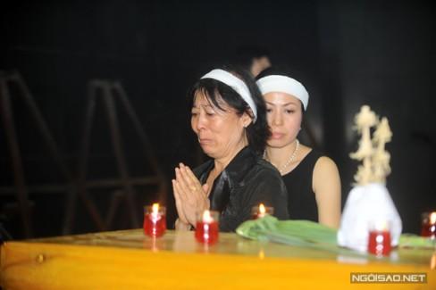 Đạo diễn Tú Mai, chị gái nghệ sĩ Anh Dũng là người ở bên em trai trong suốt những ngày nằm hôn mê.
