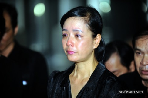 Nghệ sĩ Chiều Xuân mắt đỏ hoe vì thương tiếc đồng nghiệp.