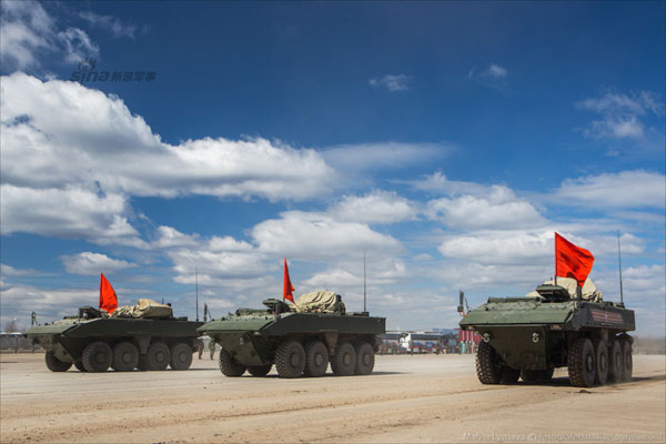 Theo Military-today, động cơ của Bumerang bố trí phía trước mũi xe. Đây là cải tiến lớn so với dòng BTR, giải pháp này vừa tăng độ an toàn cho xe vừa tạo thêm không gian cho binh lính.