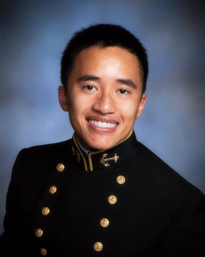 Thiếu Úy Hải Quân Ryan Trần.