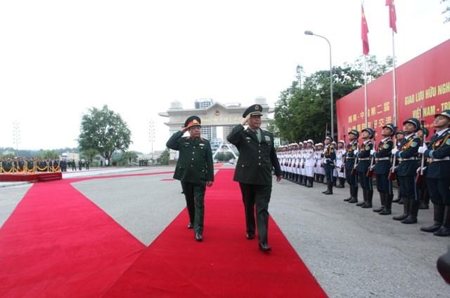 Đại tướng Phùng Quang Thanh và Thượng tướng Thường Vạn Toàn duyệt Đội danh dự QĐND Việt Nam