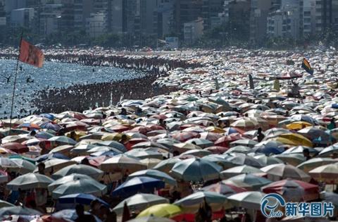 Kín đặc những chiếc ô