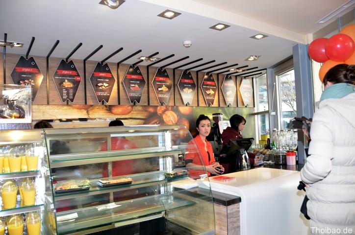Nhà hàng Thăng Long mới mở dưới chân tháp Vô tuyến truyền hình Berlin.