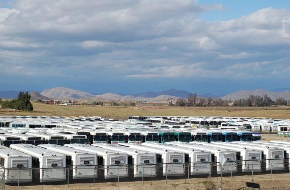 252 chiếc xe buýt lớn tạo thành bãi rác nổi tiếng ở Murrieta, California.