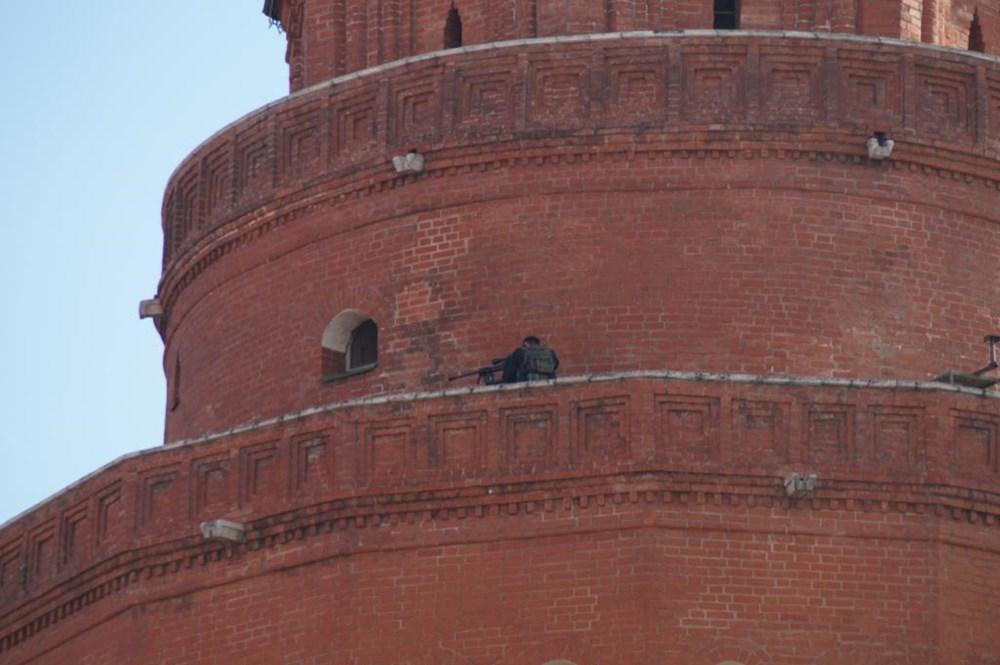 Kín đáo ẩn nấp trên đỉnh tháp tường thành Kremlin. (Nguồn: Ilya Varlamov)