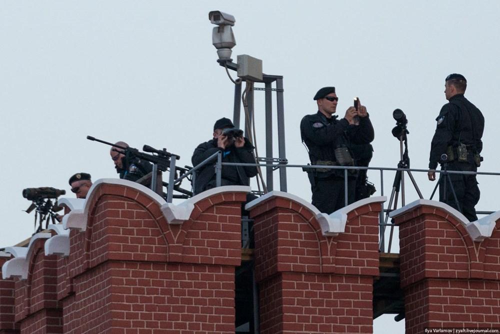 Tại một vị trí trực chiến trên tường thành Kremlin. (Nguồn: Ilya Varlamov)