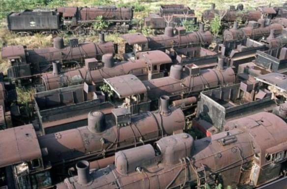 8.000 đầu tàu đã qua sử dụng được tập kết tại Bolivia. Đa phần chúng là loại vận hành bằng động cơ hơi nước, ra đời từ cuối thế kỷ 19. Chúng từng góp phần đắc lực vào ngành công nghiệp khai khoáng ở tây nam Bolivia trước khi bị bỏ hoang trong cuối thập niên 40 của thế kỷ 20.