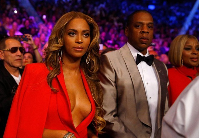 Cặp vợ chồng quyền lực nhất làng showbiz xứ sở cờ hoa, Jay-Z và Beyonce cũng xuất hiện tại đấu trường MGM Grand.