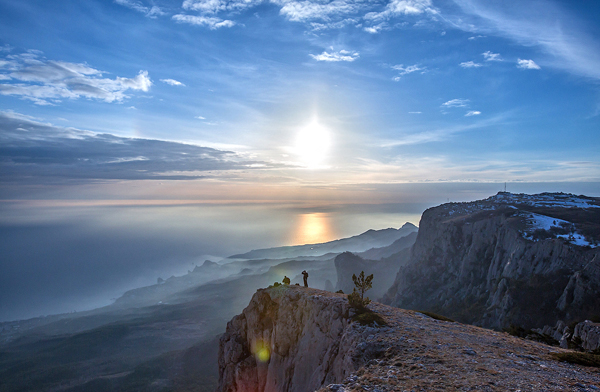 Cảnh tượng ngoạn mục vào một ngày cuối đông ở Crimea.