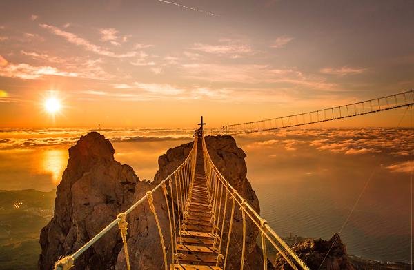 Cây cầu dây trên núi Ai-Petri.