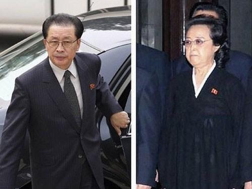 Bà Kim Kyong-hui (phải) và chồng, ông Jang Song-thaek - Ảnh: Reuters
