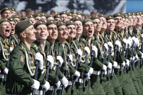 Quân đội trên quảng trường Đỏ. Ảnh: AFP