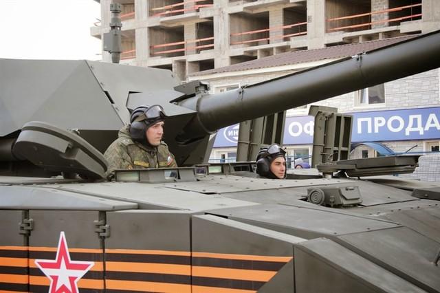 Các chuyên gia cho rằng xe tăng Armanta chưa sẵn sàng tham gia lễ diễu binh ngày 9/5 tới