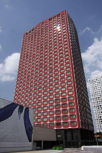 Nikko luôn nổi bật ở khu vực Front-de-Seine (Paris) với hệ cửa sổ màu đỏ. Cùng với hai tòa nhà Totem Tower và Cristal Tower, khách sạn này là một trong những tòa nhà độc đáo nhất của Front-de-Seine.