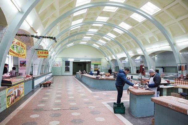 Ở Donesk có thể mua hàng bằng đồng Rub. Ảnh: AP.
